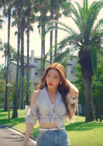 Chunha Love U MV OUTFIT (4)