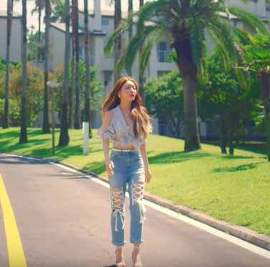 Chunha Love U MV OUTFIT (6)