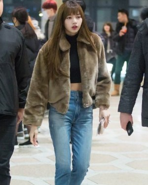 Black Cropped Sweater with Long Sleeves | Lisa – Blackpink