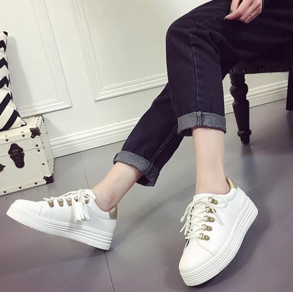 White Sneakers | Nam Hong Joo – While You Were Sleeping