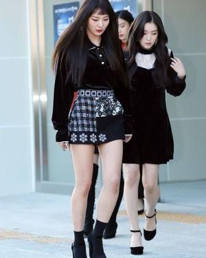 Chic Black Blouse | Seulgi – Red Velvet