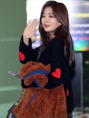 Comfy Heart Bolt Pullover | Seulgi – Red Velvet