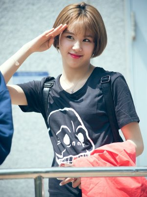 Cropped Skull T-Shirt | Chaeyoung – Twice