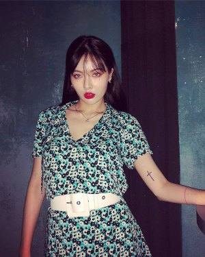 Green Floral V-Neck Dress | Hyuna