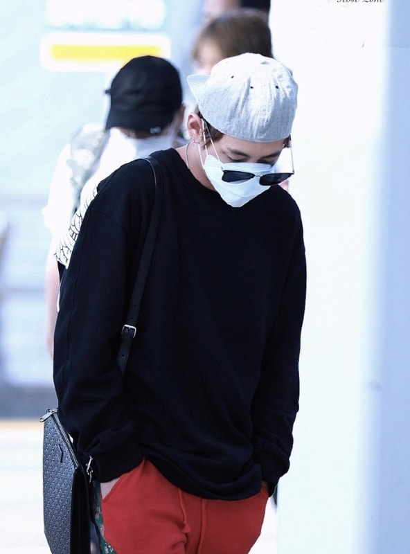 Back Wings Black Sweater | Taehyung – BTS
