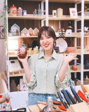 Loose Long Sleeved Blouse | Wendy – Red Velvet