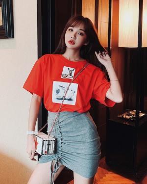Jisoo Red Deer Print T-Shirt (7)