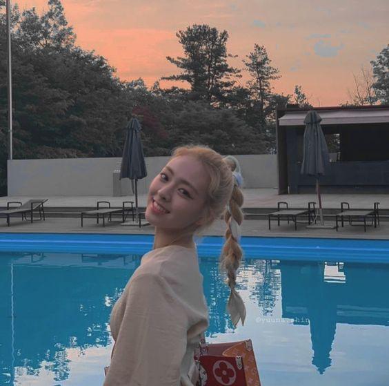 Retro Long Sleeve Buttons And Ribbon Shirt | Yuna – ITZY