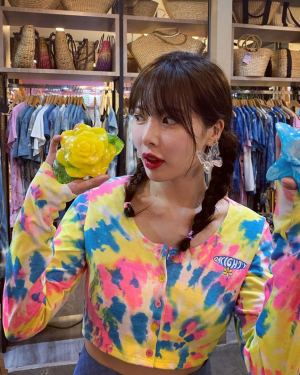 Multicolor Dye Gradient  Buttoned Crop Cardigan | Hyuna