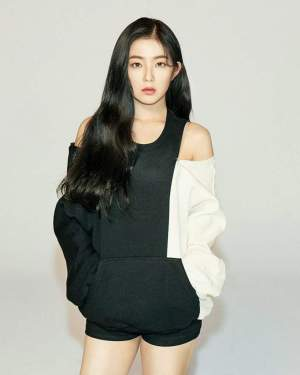 Black and White Shoulder Cut Hoodie | Irene – Red Velvet