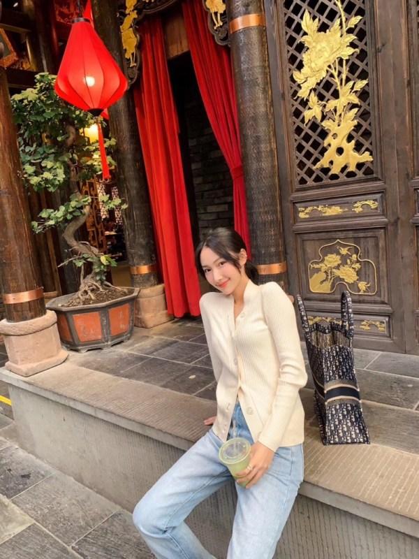 V-Neck Slim Fit Buttons Cardigan | Jennie – BlackPink