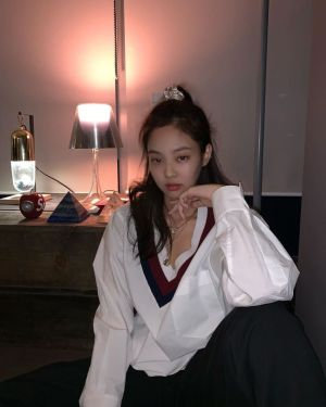 V-Neck Striped  Collar White Shirt | Jennie – BlackPink