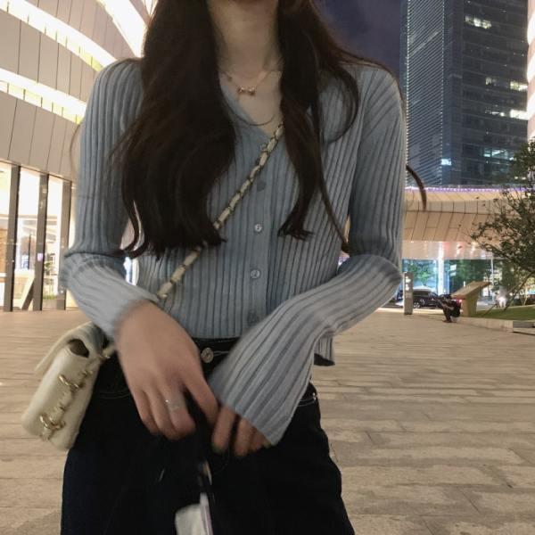Black V-Neck Buttoned Cardigan | Wheein – Mamamoo