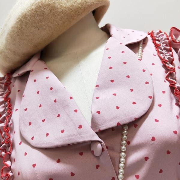 Ruffled Dotted Polo Collar Blouse | Yeri – Red Velvet