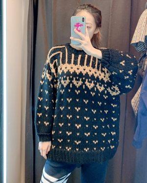 Hyuna Jacquard Hearts Loose Sweater (3)