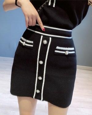 Jisoo Black Front Buttons Knit T-Shirt & Skirt (7)