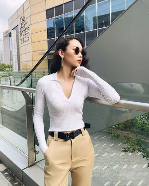 V-Neck Sweater with Collar (1)