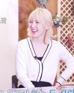 Black Outlined White Buttoned Cardigan | Wendy – Red Velvet