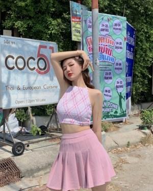 Hyuna Halter Patterned Crop Top (1)
