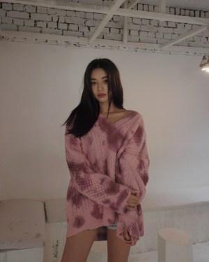 Hyuna V-Neck Tie Dye Sweater (9)