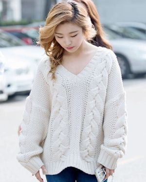 Oversize Knitted Sweater | Wheein – Mamamoo