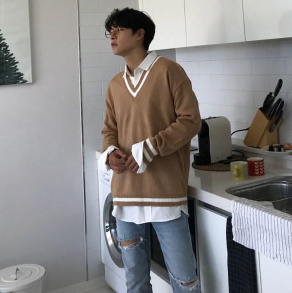 Camel Tone V-neck Sweater | Hyunjin – Stray Kids