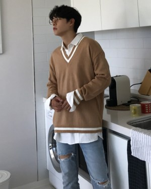 Hyunjin Camel Tone V-neck Sweater (3)