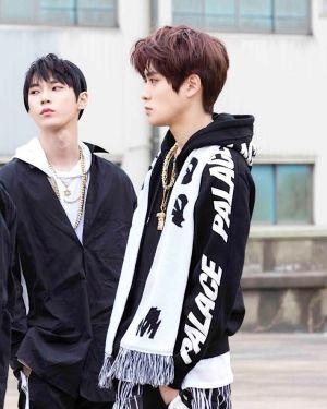 Trendy Sleeve Print Black Hoodie | Jaehyun – NCT