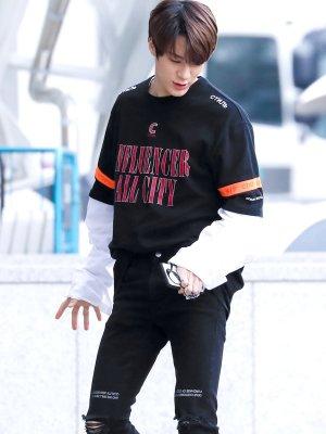 Influencer with Orange Arm Band Shirt | Jeno – NCT