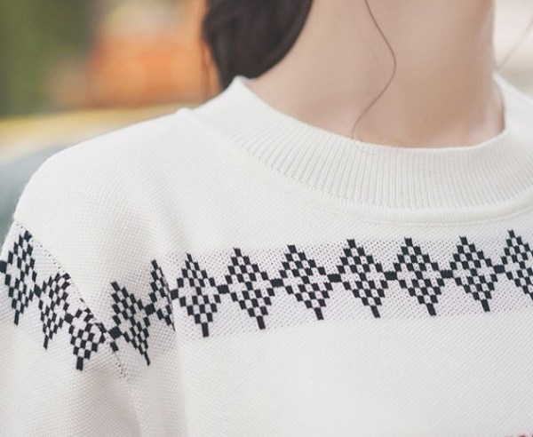 Geometric Patterned Round Neck T-shirt
