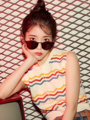 Multicolored Zigzag Stripes Sleeveless Top | IU
