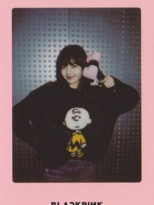 Charlie Brown Classic Black Sweater | Lisa – Blackpink