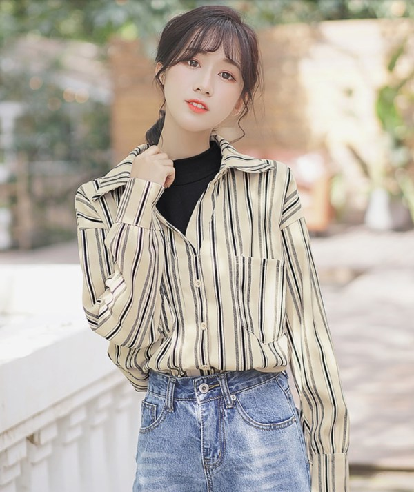 Retro Stripes Wide V-neck Shirt