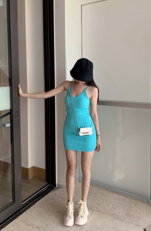 Turquoise Green V-Neck Slimming Dress | Hyuna
