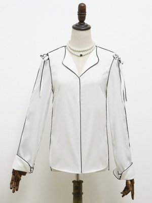 IU Black Outlined White Silk-like Shirt (1)