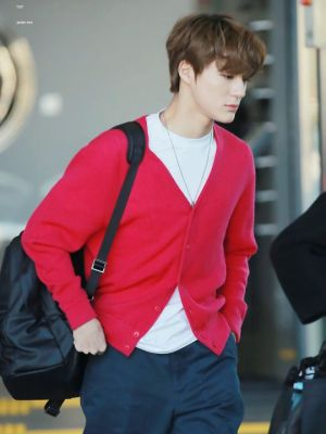 Red Knitted V-Neck Cardigan | Jeno – NCT