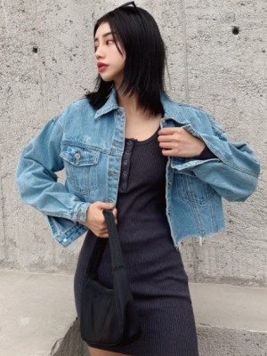 Mamamoo Moonbyul -Oversized Denim Cropped Jacket (3)