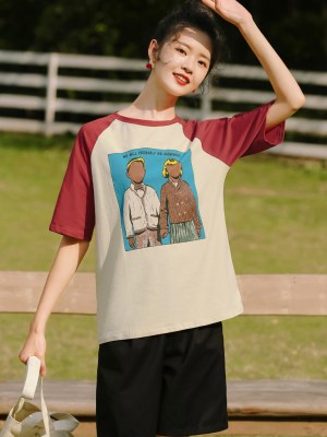 Red Sleeved Couple Portrait Print T-Shirt (10)