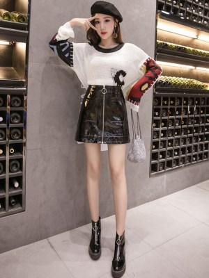Chaeryeong – ITZY Black Leather Skirt With Zipper (5)