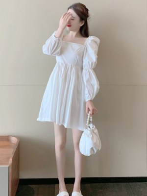 Chaeyoung Pearl Embellished Square Neck White Dress Inspiration (3)