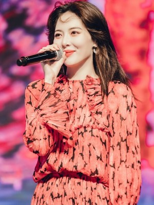 Red Floral Ruffled Top   Hyuna