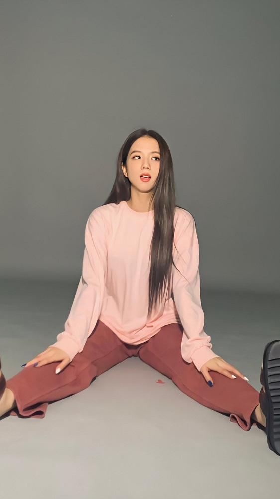Red Mom Jeans | Jisoo – Blackpink