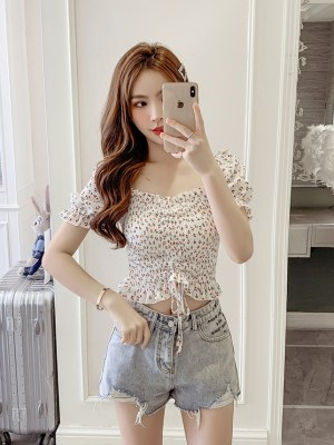 Chung Ha – Floral Drawstring Knot Cropped Top (9)