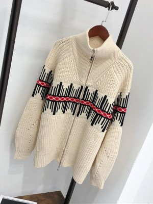 IU – Beige Knitted Sweater (9)