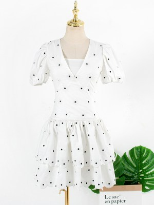 Lisa – BlackPink White Dress With Tiny Embroidered Flowers (22)