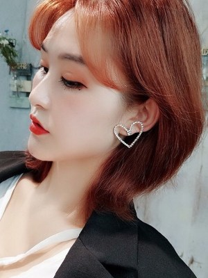 Irene – Red Velvet Heart-Shaped Earrings (1)