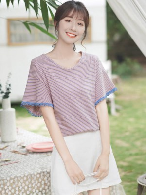 V-Neck Striped Lilac T-Shirt With Lace Trimmings (2)