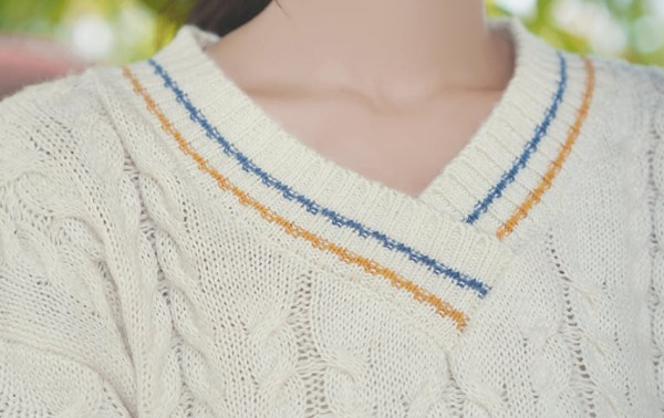 V-Neck Twisted Knots Knit Sweater