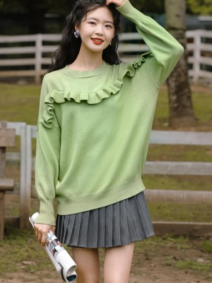 Wavy Ruffled Chest Line Green Sweater