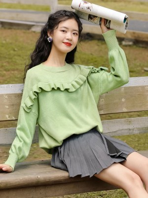 Wavy Ruffled Chest Line Green Sweater (5)